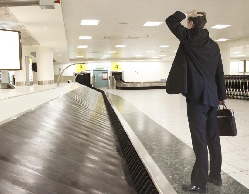 «Сбербанк страхование» за 11 месяцев 2019 г. выплатило около 2 млн р. в связи с утерей и задержкой багажа авиапассажировВыплаты за данный период были осуществлены в пользу 150 клиентов, сообщили в пресс-службе «Сбербанк страхования».Риск «Защита багажа» можно включить по своему желанию в полис страхования путешественников СК «Сбербанк страхование». В случае утери или задержки багажа перевозчиком более чем на 4 часа, страховая компания возмещает расходы на приобретение предметов личной гигиены, необходимой одежды и обуви в пределах страховых лимитов.«В основном выплаты производятся в связи с задержкой багажа, утеря происходит значительно реже. Так, в этом году наша компания выплатила страховое возмещение 135 клиента в связи с задержкой и 15 клиентам в связи с утерей. По нашим данным, чаще всего задержки багажа происходят в Италии», – отмечает руководитель управления по развитию личного страхования СК «Сбербанк страхование» Елена Кошелева.http://www.asn-news.ru/news/72375#ixzz6PN6kceAs