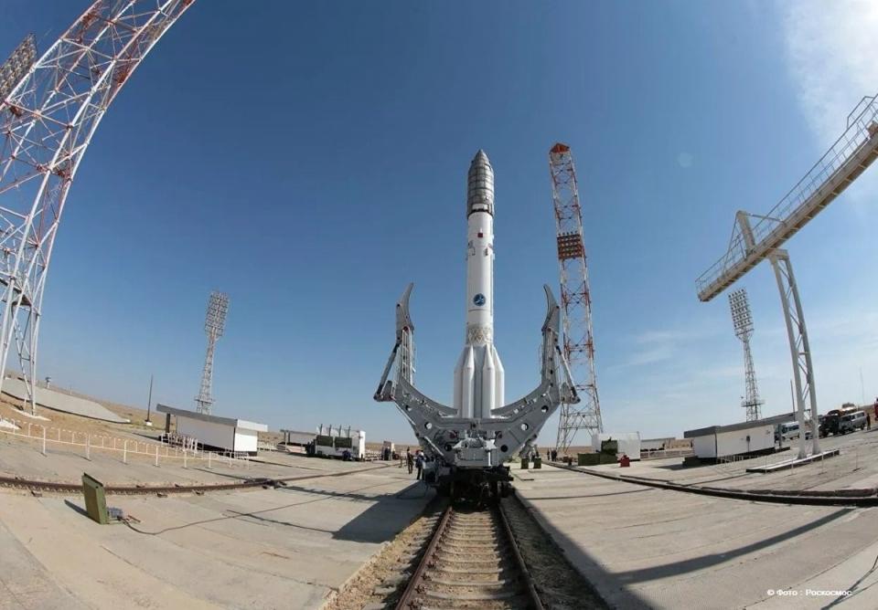 Пуск ракеты-носителя «Протон М» отложенЗапуск ракеты «Протон М» с космическими аппаратами MEV-1 и E5WB отложен на неопределенный срок. Об этом РИА Новости сообщила пресс-служба Роскосмоса.«Потребовалась доработка и проведение дополнительных испытаний системы управления разгонным блоком», – заявили в Роскосмосе.Как уже сообщало АСН, «Росгосстрах» – единственная компания, которая подала заявку на участие в запросе предложений по страхованию запуска ракеты «Протон М» с космическими аппаратами MEV-1 и E5WB. Цена контракта составила 281,2 млн р.Общая страховая сумма превышает 2,1 млрд р. Запуск был запланирован на 30 сентября.Страховой защитой планировалось обеспечить:1) ракету космического назначения «Протон-М»;2) ракету-носитель «Протон М»;3) разгонный блок «Бриз-М»;4) головной обтекатель;5) переходную систему для запуска космических аппаратов E5WB и MEV-1.Заказчиком закупки выступал Государственный космический научно-производственный центр им. М.В. Хруничева.http://www.asn-news.ru/news/71492#ixzz60xQByRXa