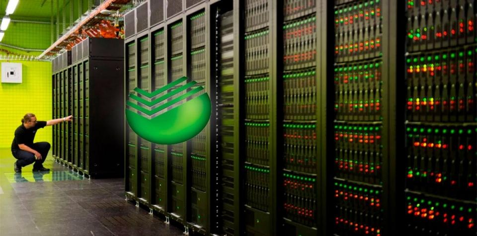 Сбербанк будет сдавать в аренду суперкомпьютерСбербанк создал самый мощный в России компьютер «Кристофари» для решения задач искусственного интеллекта. Об этом сообщил исполнительный вице-президент и руководитель блока «Технологии» Сбербанка Давид Рафаловский на конференции AI Journey.«Это самый мощный компьютер в России, главный ингредиент нашего AI-облака. Мы создали его с нашим партнером, компанией Nvidia. Он по текущему уровню 29-й в мире, 7-й в Европе», — цитирует его «Интерфакс».Он пояснил, что компьютер назван в честь первого вкладчика сберкассы Николая Кристофари. Ресурсы суперкомпьютера будут доступны клиентам облачного сервиса SberCloud с 1 декабря. Они предоставят пользователям возможность максимально удобно и быстро разрабатывать и использовать алгоритмы искусственного интеллекта.Компьютер будут сдавать в аренду на коммерческой основе. Рафаловский рассказал, что стоимость его работы — 5,7 тыс. р. в минуту, но в честь распродажи 11 ноября аренда будет стоить 100 р. за 100 минут. Тестовый доступ к компьютеру уже получала авиакомпания S7.Глава Сбербанка Герман Греф добавил, что, когда компьютер не будет использоваться арендаторами, его станут бесплатно предоставлять вузам и научным структурам.http://www.asn-news.ru/news/71931#ixzz65udMlhro