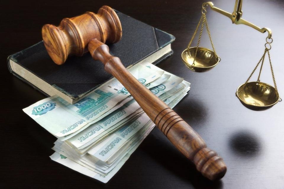 Страховые выплаты по суду в России в 2018 г. сократились на 20%Сумма страховых выплат по решению суда в России в 2018 г. сократилась на 20% и составила 16,791 млрд р. против 20,8 млрд р. годом ранее. При этом общий объем выплат вырос на 2,5% – до 522,5 млрд р.Об этом сообщило ТАСС со ссылкой на статистику, опубликованную Банком России. Судебные выплаты по ОСАГО сократились на 10% и составили 9,25 млрд р. из общей суммы выплат по ОСАГО 139,1 млрд р. Общая сумма выплат по ОСАГО сократилась на 21% по сравнению с 2017 г., когда она составляла 175,7 млрд р. Весь 2018 г. наблюдалась стабилизация убыточности сегмента ОСАГО, вызванная введением натурального возмещения и сокращением практики недобросовестных автоюристов, сообщили ранее в Российском союзе автостраховщиков (РСА). В 2019 г. выплаты по ОСАГО снова начали расти (+13,7% за январь) из-за введения новых справочников расчета ущерба по ДТП, отмечает издание.Судебные выплаты страховщиков по каско снизились в 2018 г. на 20,5%, до 3,4 млрд р., общие выплаты по каско сократились на 0,3%, до 83,43 млрд р.Судебные выплаты о имуществу юридических лиц судебные выплаты выросли на 13%, до 1,7 млрд р. Судебные выплаты по добровольному страхованию ответственности владельцев автотранспортных средств остались на прежнем уровне - около 1 млрд р.http://www.asn-news.ru/news/69642#ixzz5haFRRnN5
